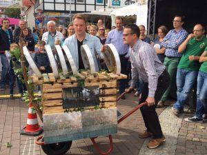 Lorscher CDU gewinnt das Schubkarren-Rennen an der Kerwe